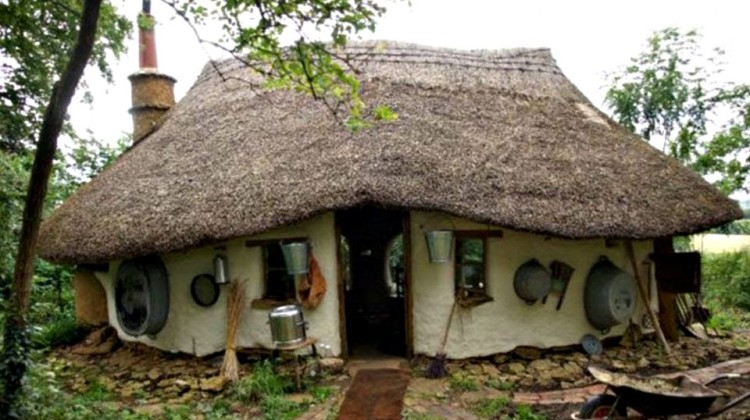 Build a sustainable cob house for £150